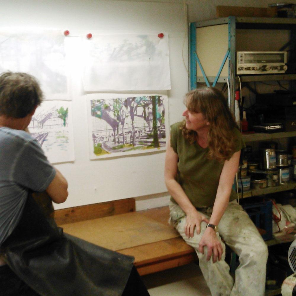 Tryckare Niels Peitersen och Karen Gabel Madsen i verkstaden.