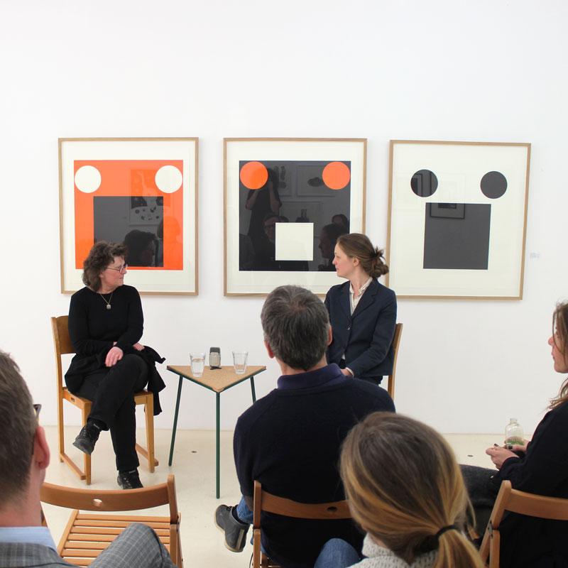 Ann Edholm i samtal med ed. arts Elisabeth Blennow Calälv i det tillfälliga galleriet på Grev Turegatan 1, våren 2016
